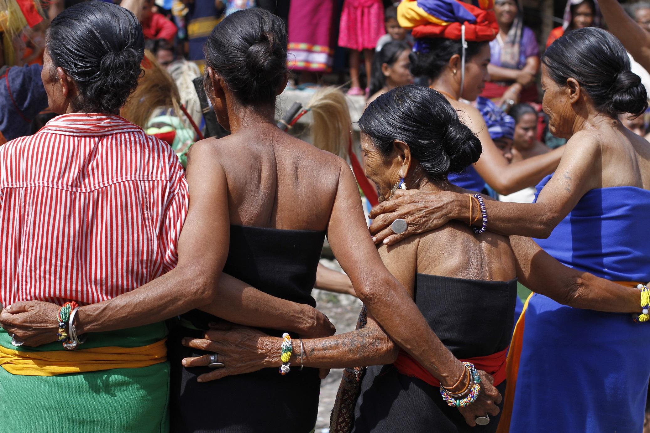 Para Lansia pun ikut menari