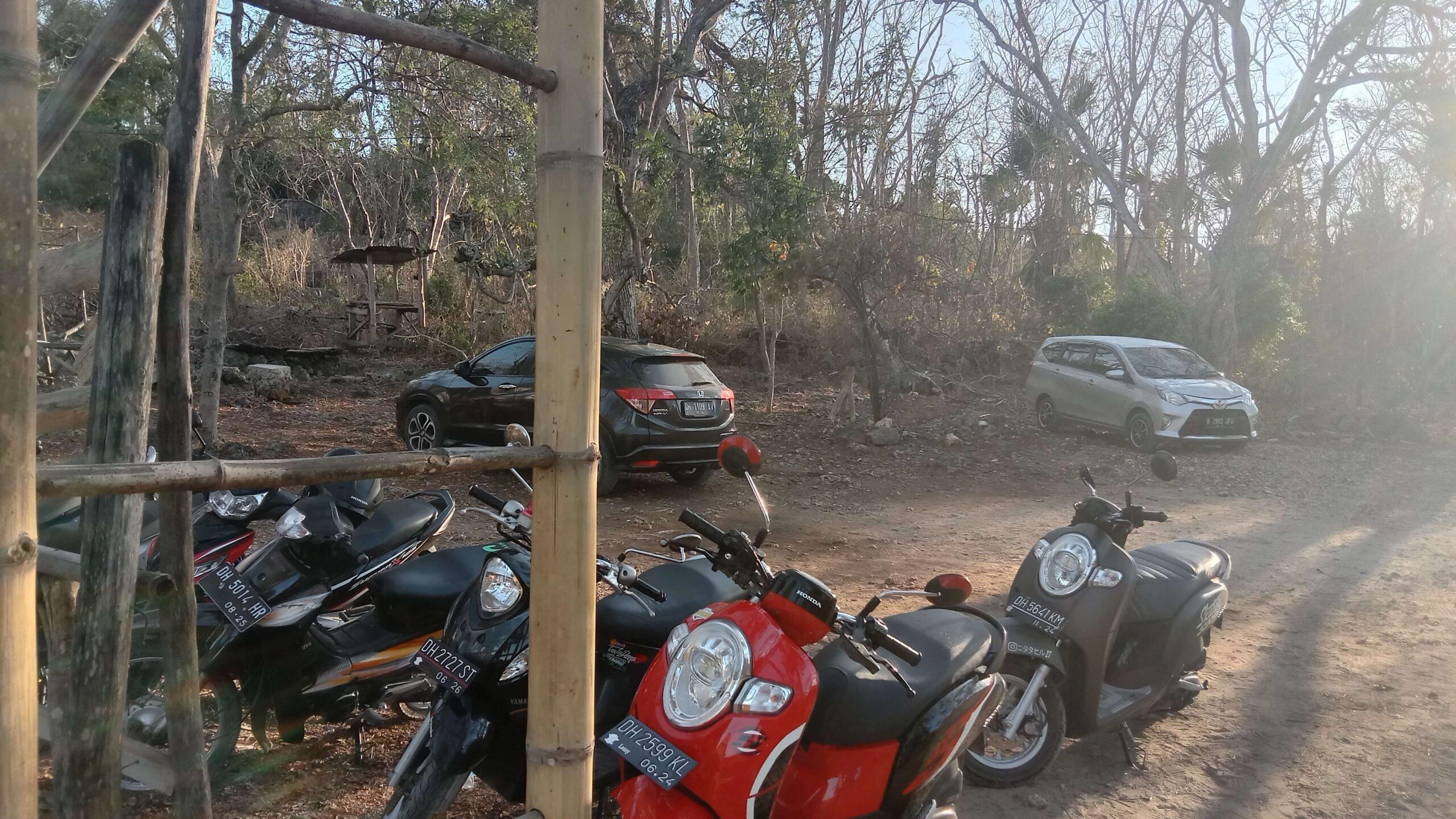 Foto Tampak Depan dan Tempat Parkiran pintu masuk pantai puru